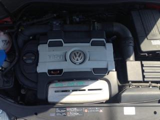 Запчасть крышка двигателя volkswagen golf5 2007