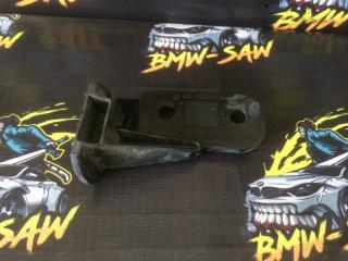 Запчасть кронштейн бампера передний BMW 3-Series 1995