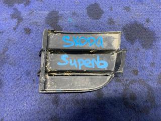 Запчасть решетка бампера передняя правая Skoda Superb 2013-2015