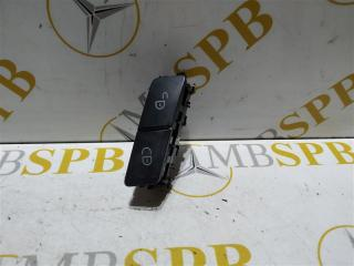 Запчасть кнопка центрального замка правая Mercedes E-class 2010