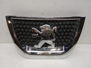 Запчасть эмблема передняя Peugeot 3008 2010-2017