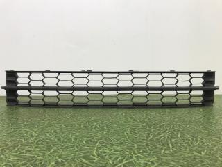 Запчасть решетка в бампер центральная передняя Skoda Rapid 2013-2017