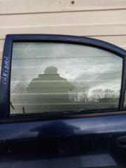 Запчасть стекло боковое заднее левое MITSUBISHI Carisma 1998г.в.