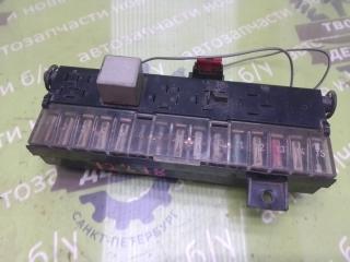 Запчасть блок предохранителей AUDI 80 1989