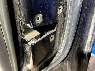 Запчасть замок двери передний правый Mitsubishi Carisma 1997