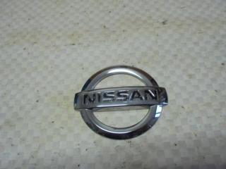 Запчасть эмблема задняя Nissan Tiida 2008