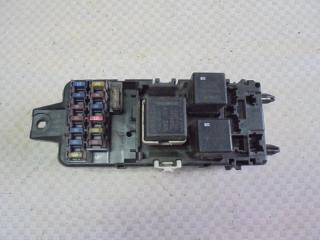 Запчасть блок предохранителей Mitsubishi Carisma 1998