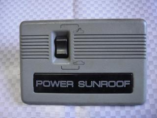 Запчасть кнопка люка Mitsubishi Pajero 1991