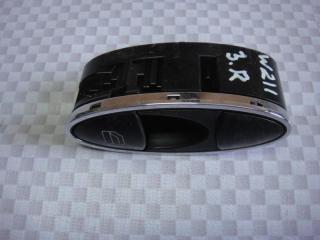Запчасть кнопка стеклоподъемника задняя Mercedes-Benz E-Class 2006