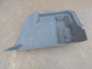 Запчасть обшивка багажника боковая правая Skoda Rapid 2014