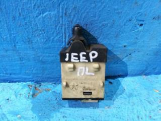 Запчасть кнопка центрального замка Jeep Liberty