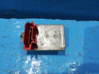 Запчасть резистор печки Volkswagen Passat