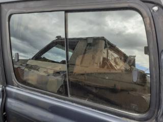 Стекло собачника левое Toyota Land Cruiser