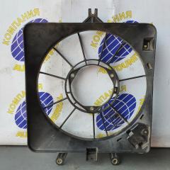 Диффузор радиатора левый Honda Fit 2003