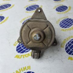 Мотор вентилятора правый Nissan Sunny 2000