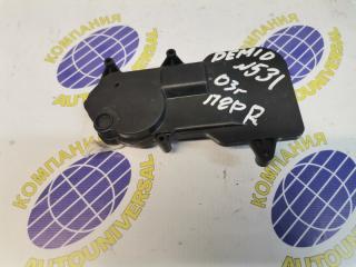 Электроактиватор замка передний правый Mazda Demio 2003