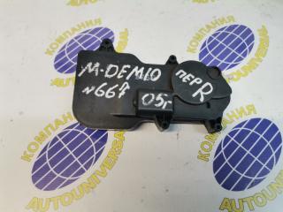 Электроактиватор замка передний правый Mazda Demio 2005