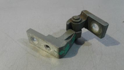 Запчасть петля двери задняя правая Skoda Octavia 1996- 2010