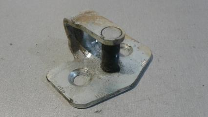 Запчасть петля замка задняя правая Opel Meriva 2002- 2010