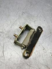 Запчасть петля крышки багажника задняя Nissan Primera 1995-2002