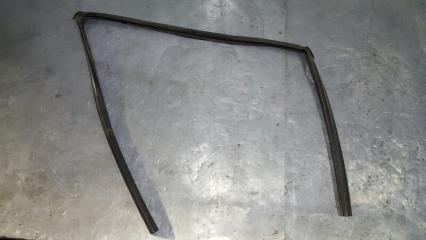Запчасть уплотнитель стекла передний левый Mitsubishi Outlander 2005-2012