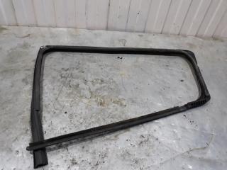 Запчасть уплотнитель стекла двери задний правый Renault Sandero 2012-2018