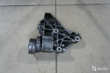 Запчасть кронштейн компрессора кондиционера VW Touran 2012