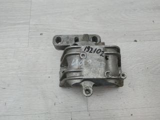 Опора двигателя правая VW Passat 2007