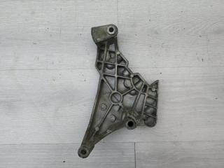 Кронштейн двигателя правый VW Passat 2007