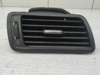 Дефлектор правый VW Passat 2006
