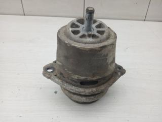 Опора двигателя правая VW Touareg 2003