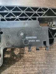 Запчасть кронштейн наружней ручки двери задний левый Audi RSQ3 2011-2018