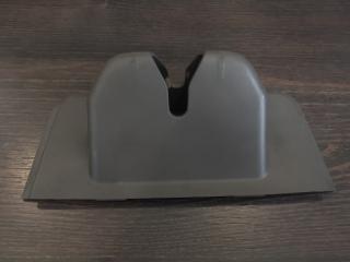 Запчасть накладка замка двери багажника задняя Porsche Macan 2014-2019
