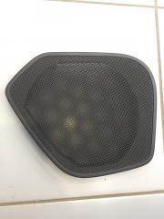 Запчасть накладка динамика задняя правая Audi Q3 2011-2018