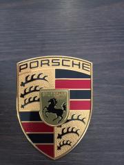 Запчасть эмблема передняя Porsche Macan 2013-2018