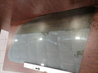Стекло двери переднее левое Zafira 2005-2015 B 1.6