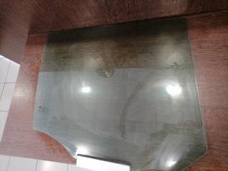 Стекло двери заднее правое Zafira 2005-2015 B 1.6