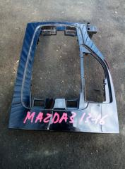 Запчасть накладка на консоль Mazda 3 2013