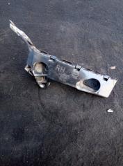 Запчасть кронштейн бампера передний правый Mazda 3 2013