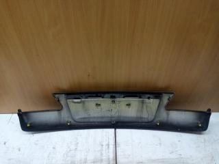 Накладка крышки багажника задняя IS220d (2) 2005 Седан