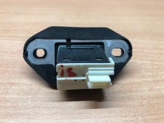 Кнопка открывания багажника IS220d (2) 2005 Седан
