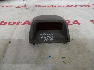 Запчасть фонарь стоп-сигнала внутренний Nissan Sunny 1999