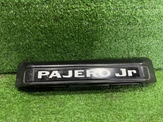 Запчасть накладка 5-й двери задняя MITSUBISHI Pajero Junior