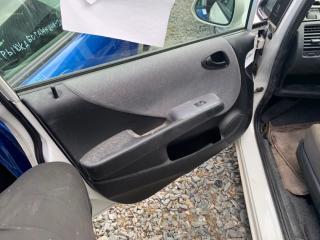 Запчасть обшивка двери передняя левая HONDA Fit