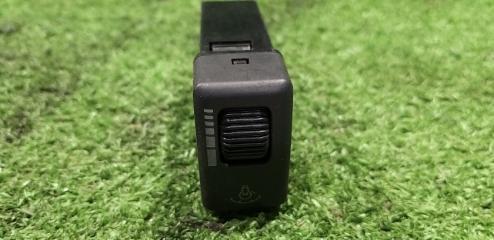Кнопка передняя ISUZU Bighorn UBS69 8971355150 контрактная