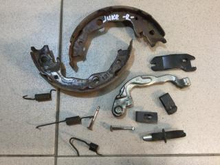 Запчасть комплект установочный колодок ручных правый Nissan Juke 2011-2019