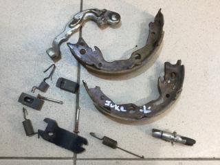 Запчасть комплект установочный колодок ручных левый Nissan Juke 2011-2019