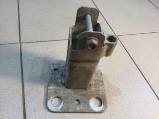 Запчасть кронштейн усилителя бампера передний правый Renault Megane 2 2003-2009