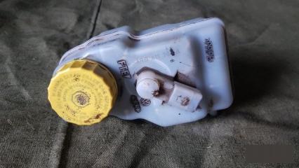 Запчасть бачок для тормозной жидкости Volkswagen Polo Sedan 5 2012