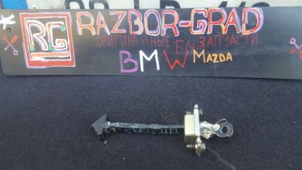 Запчасть ограничитель двери передний Mazda 3 BK 2005